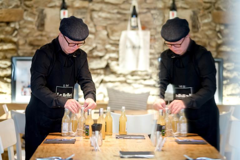 Le Reflet, construire une stratégie éditoriale qui valorise l'exemplarité de ce restaurant qui emploie une majorité de personnes porteuses d'une trisomie 21